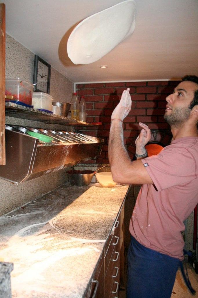 Pizzabäcker in Aktion - La Fattoria Freising